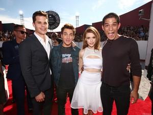 Holland attends 2014 MTV Video musique Awards