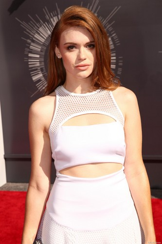 Holland Roden দেওয়ালপত্র possibly containing a chemise, tights, and a bustier titled Holland attends 2014 এমটিভি Video সঙ্গীত Awards