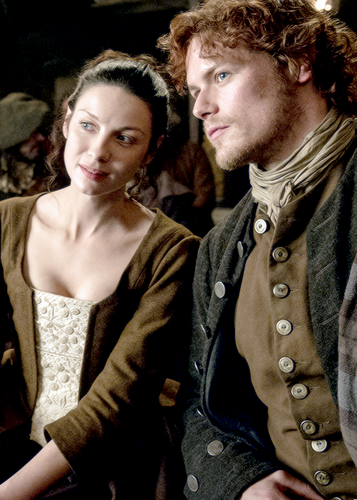 outlander série de televisão 2014 wallpaper called Jamie and Claire