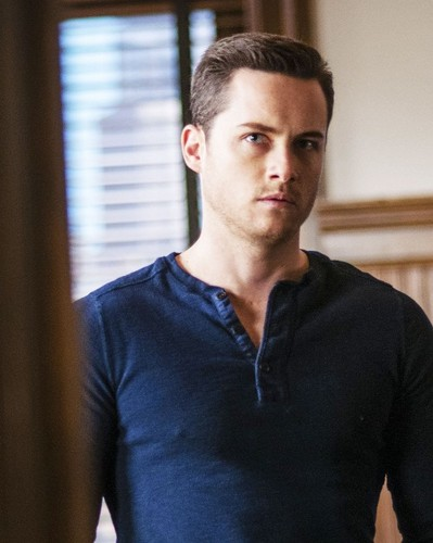 TV Male Characters wallpaper probably with a sign and a leisure wear titled gaio, jay Halstead (Chicago P.D.)