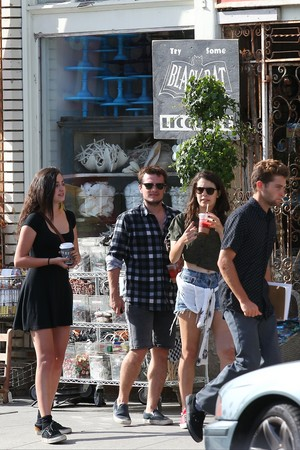 Josh Hutcherson and Claudia Traisac on Abbot Kinney in Venice spiaggia