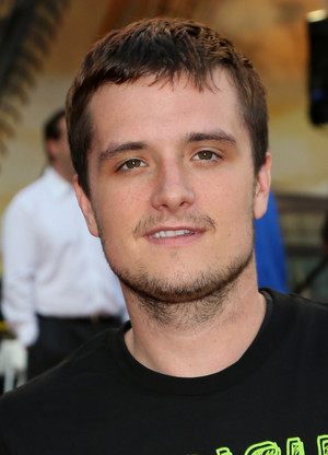 Josh Hutcherson plays during the 3rd Annual Josh Hutcherson Celebrity 篮球 Game at Nokia Plaza