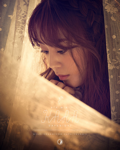 KARA 바탕화면 probably with a sign entitled KARA Youngji 'Day & Night' Teaser 3 HQ