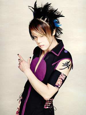 Wagakki Band achtergrond possibly with a bouquet and a portrait titled Kurona