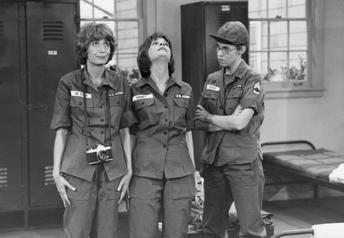 Laverne & Shirley wallpaper with a green beret, battle dress, and fatigues titled Laverne & Shirley