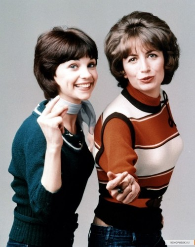 Laverne & Shirley wallpaper probably with a legging and a portrait called Laverne & Shirley