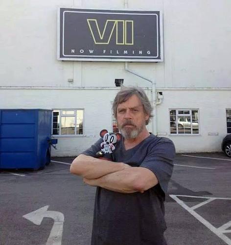 étoile, étoile, star Wars fond d'écran with a street, a carriageway, and a sign called Mark Hamill's étoile, star Wars Episode VII Set - Teaser photo