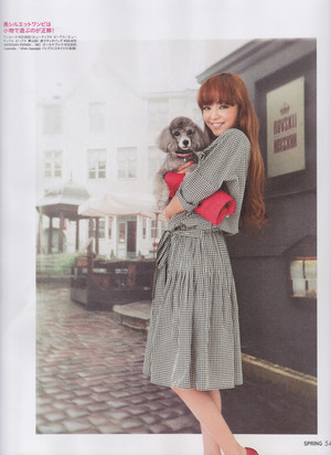 Namie on the cover of Spring magazine (Sept. 2013)