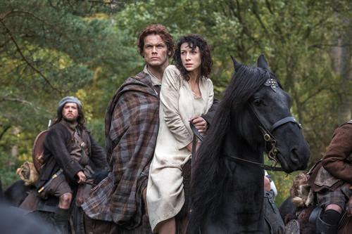 outlander serie de televisión 2014 fondo de pantalla containing a horse trail, a lippizan, and a horse wrangler called Outlander - First Look