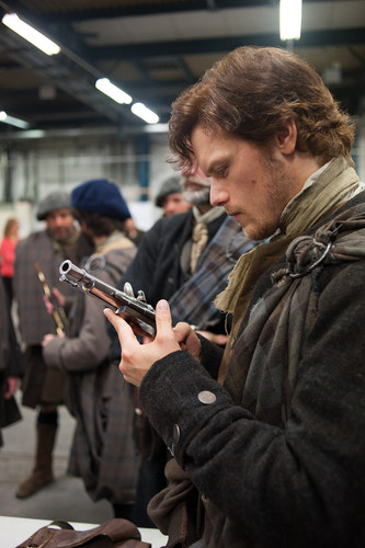 outlander série de televisão 2014 wallpaper probably containing a atirador and a green boina entitled Outlander - First Look