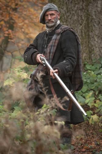 アウトランダー 2014年TVシリーズ 壁紙 containing a ライフルマン, ライフルン, ライフル銃兵 titled Outlander - First Look