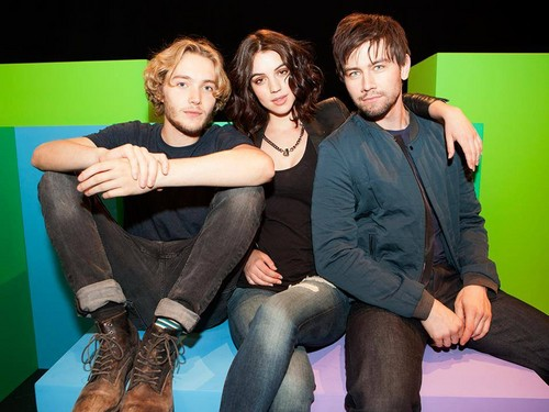 Reign [TV Show] fondo de pantalla containing a hip boot called Reign Cast Main 3 ♥