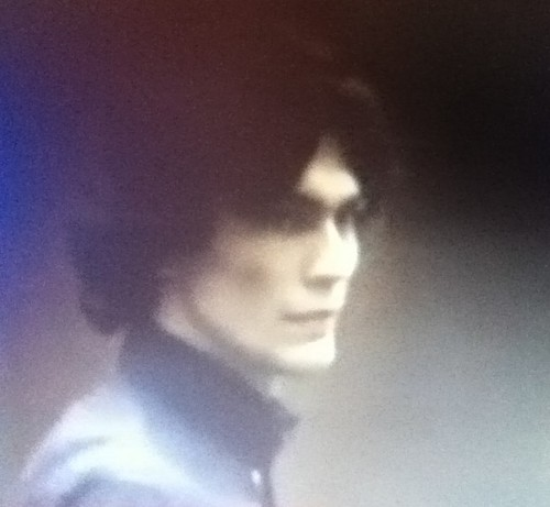 Serial Killers Hintergrund probably with a bearskin and a portrait entitled Richard Ramirez