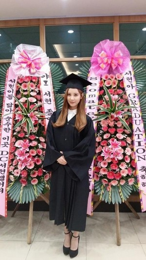 Seohyun Graduation from Dongguk chuo kikuu, chuo kikuu cha