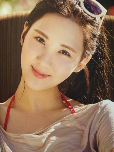 Seohyun 壁紙 containing a portrait titled Seohyun in Las Vegas Photobook