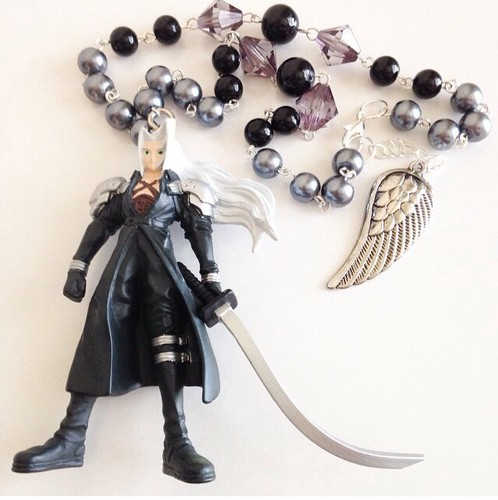 Final कल्पना VII वॉलपेपर entitled Sephiroth Rear View Mirror Charm