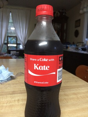 Share a cô ca with Kate
