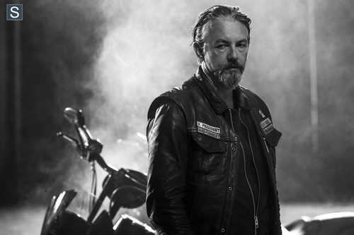 Giang hồ đẫm máu hình nền probably with a smoke screen entitled Sons of Anarchy HQ Season 7 Promo - Chibs