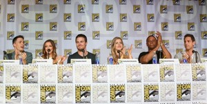 Stephen Amell and Emily Bett Rickards Comic-Con - Mũi tên xanh Panel - July 20 2013