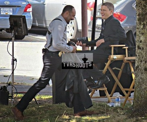Wentworth Miller Hintergrund titled Wentworth Miller Gets to Work on 'The Flash' - First Set Photos!