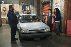 Young and Hungry - Episode 1.08 - Young & Car-Less Promotional 写真