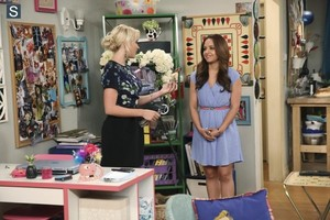 Young and Hungry - Episode 1.08 - Young & Carl-Less Promotional foto's