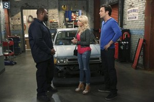 Young and Hungry - Episode 1.08 - Young & Car-Less Promotional foto's