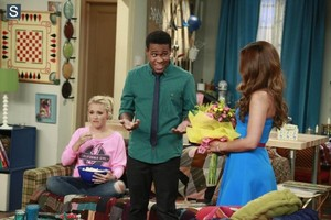 Young and Hungry - Episode 1.09 - Young & Getting Played Promotional foto's