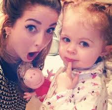 Zoe and Darcy دن