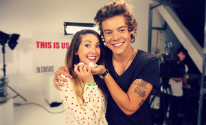 Zoella with the one direction boys ♥