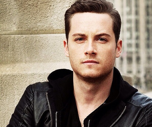 TV Male Characters wallpaper containing a portrait titled gaio, jay Halstead (Chicago P.D.)