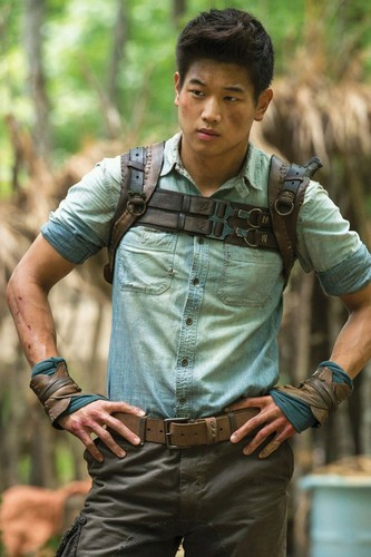 The Maze Runner Hintergrund possibly with a hip boot called Minho