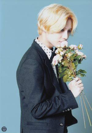 "[SCAN] SHINee's 3rd Japanese album ""I'm your boy"" Photobook - Taemin"