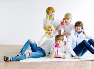 "[SCAN] SHINee's 3rd Japanese album ""I'm your boy"" Photobook"