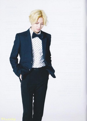 SCANS SHINee « I'm Your Boy »