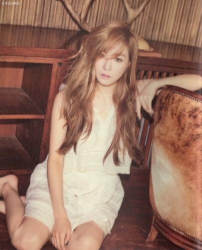 "Tiffany Hwang fondo de pantalla entitled [Scans] Tiffany ""Holler"" photobook"
