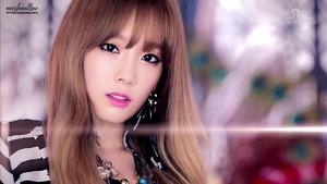 ♥ TaeTiSeo - Holler M/V ♥