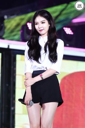140901 Хёна MBC Infinite Dream концерт