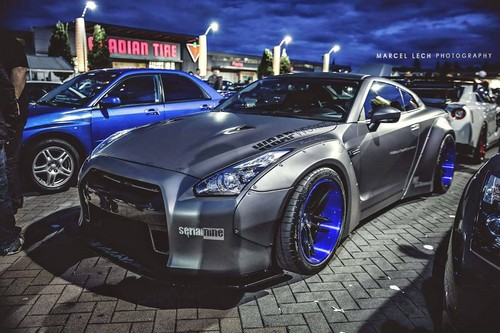 Nocturnal Mirage fond d'écran possibly with a sports car and a coupé called 2013 Nissan GT-R