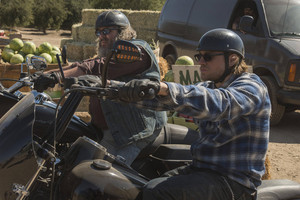 7x02 - Toil and Till - Bobby and Jax