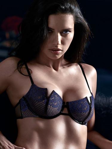 ऐड्रीयाना लीमा वॉलपेपर possibly containing a brassiere and an उत्थान called Adriana Lima