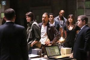 Agents of S.H.I.E.L.D. - Episode 2.01 - Shadows - Promo Pics