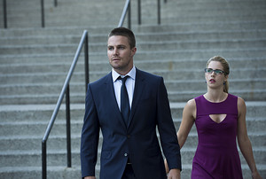 "Arrow Season 3 Premiere Photo: ""The Calm"""