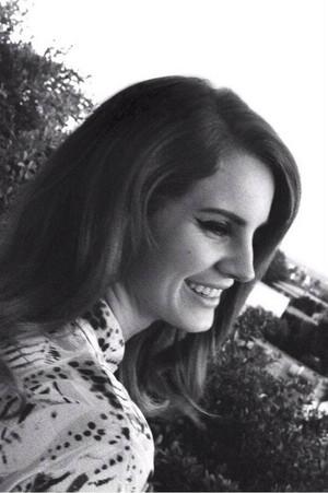 Beautiful Lana Del Rey smile!:)