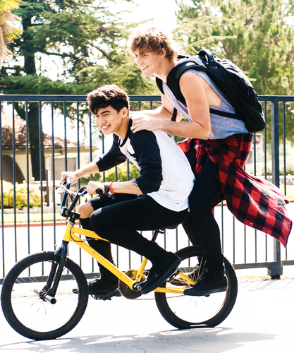 Ashton Irwin fondo de pantalla entitled Calum and Ash