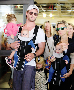 Chris Hemsworth wallpaper with sunglasses called Chris and Elsa with their kids