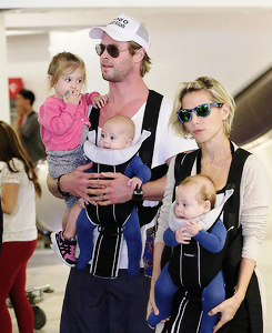 Chris Hemsworth 바탕화면 possibly containing sunglasses titled Chris and Elsa with their kids
