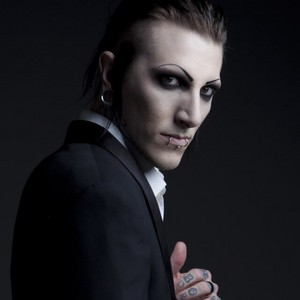 Chris motionless in a suit <3