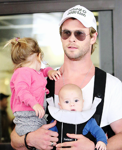 Chris Hemsworth wallpaper titled Chris with his daughter and one of his twin boys