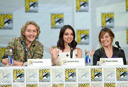 Toby Regbo fondo de pantalla entitled Comic-Con - July 23rd